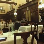 За конторкой хозяйка читает газету. Тут всё очень по-итальяснки. Как в кино 60-ых :-)