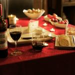 Experience our wonderful evening wine reception from 5-6:30PM daily!
