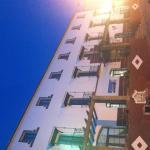 Hotel de noche..