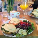 Huevos Benedictinos con espinacas y salmón