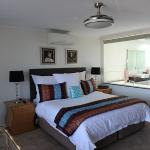 Renew Suite king bed