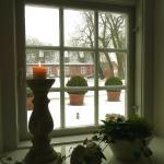 Winterstimmung; Blick aus der behaglichen Wärme