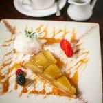 Apple Pie with Ice cream