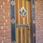 la porte de la chambre et son cadenas bhoutanais