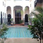 piscina  nella corte del Riad