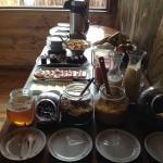 Desayuno rico, granola, miel, mermelada de arandano, cafe-café