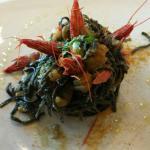 Tagliolini neri con gamberi rossi zucchine e bottarga