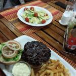 Jumbo burger + insalata di uova e avocado