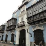 Todo el palacio en su plenitud, que balcones !