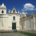 Vista de la fachada con la Capilla