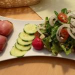 Frische Salatbeilage zum Handkäs