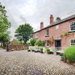 The Courtyard Cheshire, luxury self catering holiday cottages cobbled courtyard