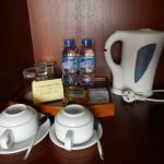 フリーのお茶と水