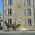 Cheval de fer devant la Mairie de Rignac