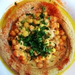 Humpit Classic - A bowl of smooth hummus, warm chickpeas, paprika, parsley & olive oil