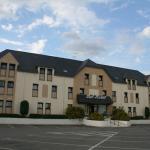 le bel hotel se situe a 500 metres du centre ville de redon et face au canal nantes-brest