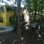 Vista de los cuartos desde el jardín