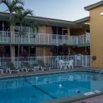 The outdoor heated pool Quality Inn and Suites Hollywood Boulevard
