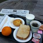 Breakfast and complimentary newspaper