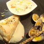 Rôti de gros Turbo sauvage cuit sur l'arrête aux zestes de citron, palourdes marinières et blanq