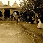 Wasser und Springbrunnen im Garten
