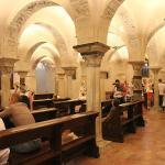 В нижнем храме Базилики.