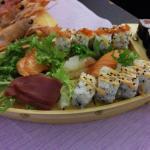Barca media misto sushi e sashimi, fatta con classe e di gran gusto