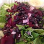 Rooting Salad with beets, beans & hummas