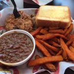 BBQ plate w sweet potato fries