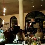 Mario di Biase unterhält seine Gäste mit italienischen Liedern.