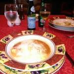 La mesa con uno de los platos de la carta : pasta rellena con espinacas