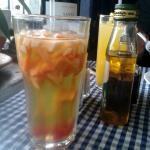 Muy rica bebida alcohólica con frutas