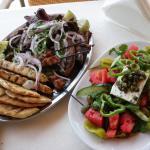 Lunch w restauracji przy basenie (wybór mięs)