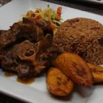 Oxtails w/ Rice & Beans
