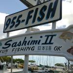 ヨットハーバーには看板が「日本語OK」…でも2名のクルーはいずれもしゃべれませんでした。