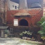 Старая печь во внутреннем дворике.