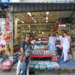 ร้านนี้ ขาย เครื่องกระเบื้อง สารพัด เน้น กาน้ำชา เซรามิค