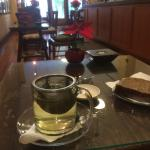 Breakfast at TeaHouse: Oolong Greeen Tea with Honey Bread