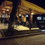 De Luxe Lounge Cafe