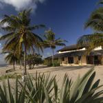 Jahazi House beachfront
