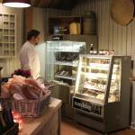 I restauranten har vi også laget en butikk der vi selger lokale råvarer.