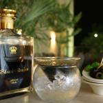 Unsere Martiniglas-Variante (hier mit Black Queen Vodka) und Oliven