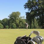 Practice & parcours de golf propre au Domaine du Golf d'Albret.