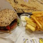BBQ Burger mit Pommes