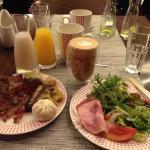 berbagai makanan, juice dan capucino