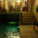 Pool area, looking into outdoor lounge and kitchen, perfect ��