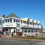 Capt's Waterfront Grill  |  94 Wharf Street, Salem, MA 01970