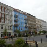 een trendy straat in Oost-Berlijn