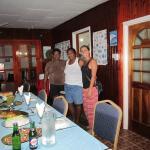 Avec Nadège et sa fille Frankline lors du diner servi en table d'hôtes