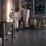 Parter z instalacją do warzenia piwa